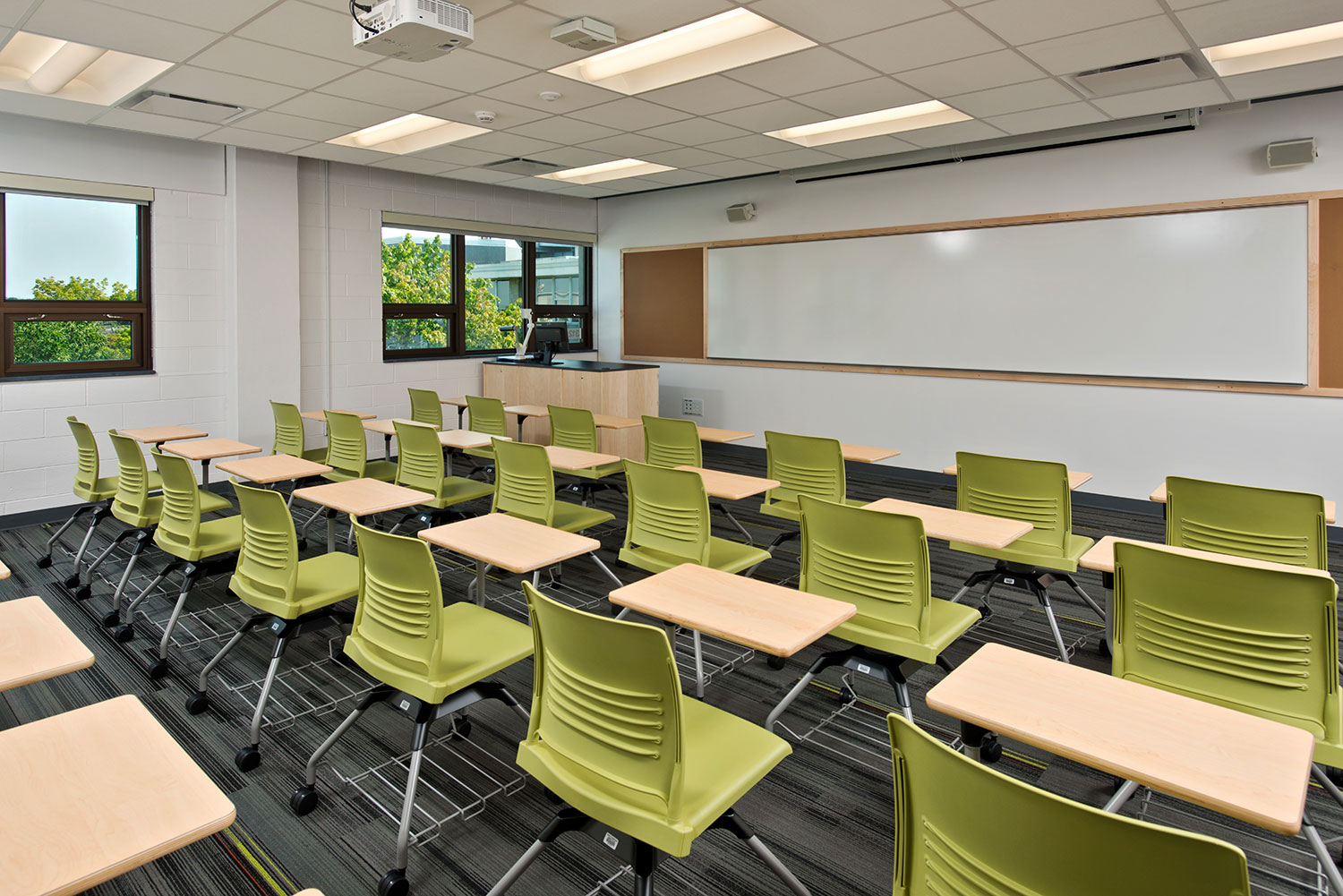 Teaching classroom at Mosaic Associates College Science Center design for Hudson Valley Community College in Troy, New York.